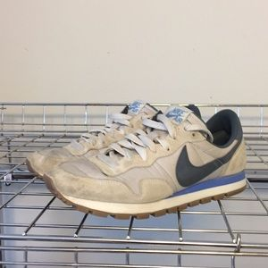 Nike Air Classic Sneakers Woman's size 8.5